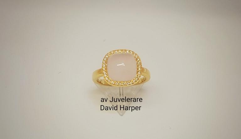 Ring with Pink Quartz diamonds