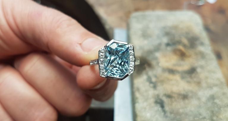 Aquamarine och diamant cocktail ring i 18k vitguld Juvelerare David Harper Guldsmed stockholm Drottninggatan 83 stockholm smyckesdesign